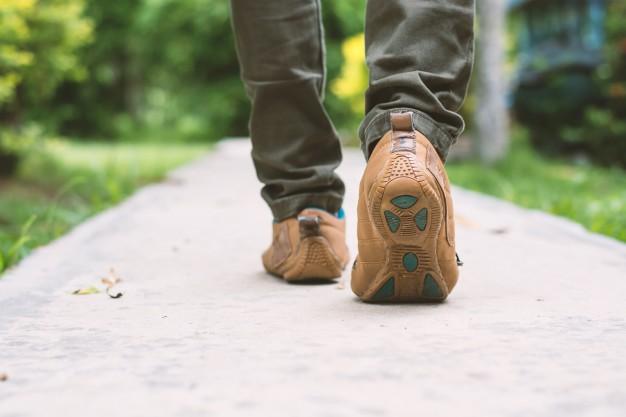 primer plano hombre caminando 1150 390 1
